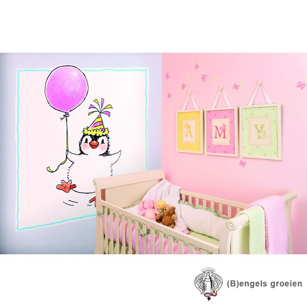 Posterbehang - Penguin with a Balloon - 3 Panelen